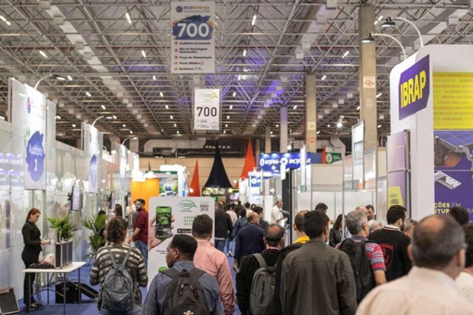 Congressos irão debater o futuro da energia solar distribuída e resultados de projetos de biomassa no Brasil